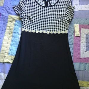 NWT URBAN OUTFITTERS BLACK DAISY DRESS SIZE M